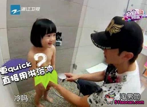 爸爸回来了吴尊女儿全裸洗澡图片及视频曝光 吴尊个人资料家庭背景及吴尊老婆林丽莹图